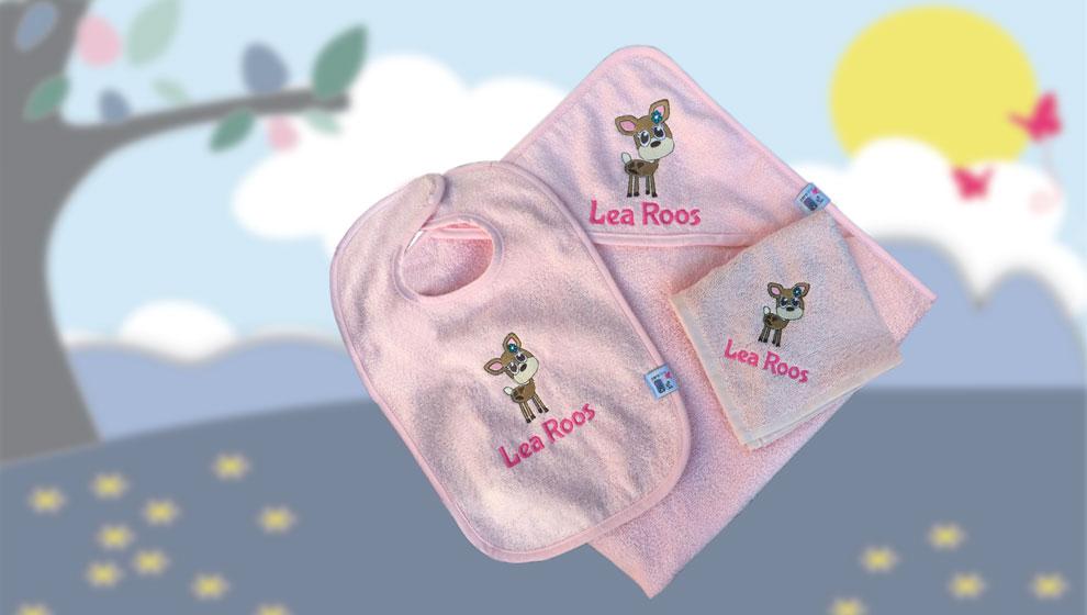 Roze Kraampakket met Naam en Geborduurd Hertje